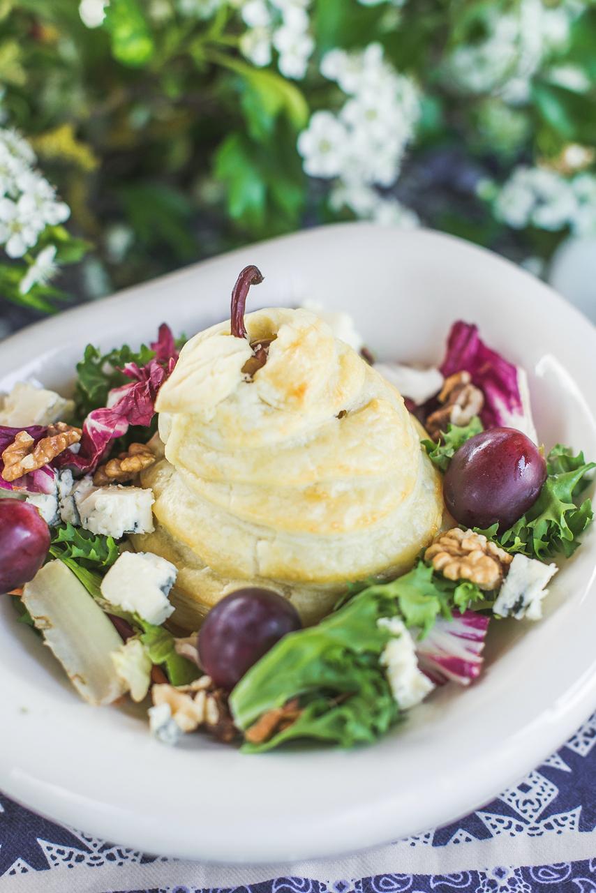 Gruszka nadziewana serem blue, orzechami włoskimi zapiekana w cieście francuskim wszystkim przypadła do gustu.