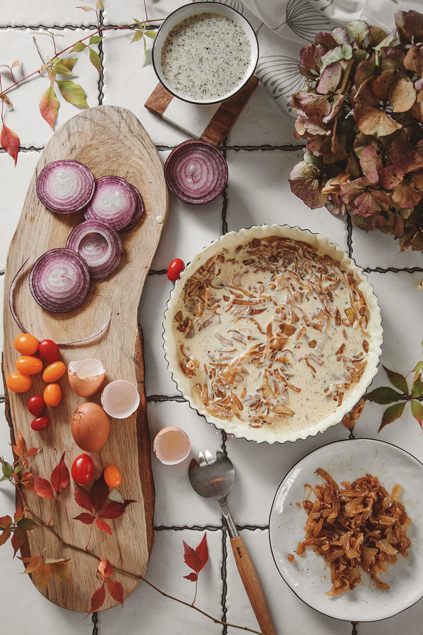 Tarta z masą serową i karmelizowaną cebulą