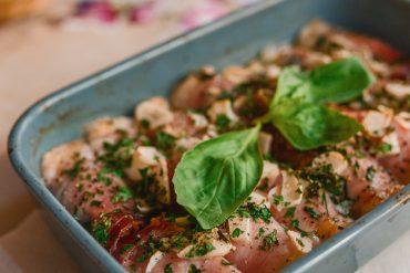Zapiekane w piecu roladki z szynki parmeńskiej od Cufo Vinarci szefa kuchni La Nonna Siciliana